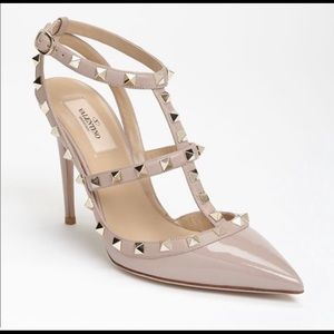 Valentino Rockstud Pointed Toe Heels Pumps Blush